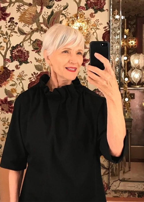 Maye Musk in a mirror selfie at Annabel's Mayfair in September 2018