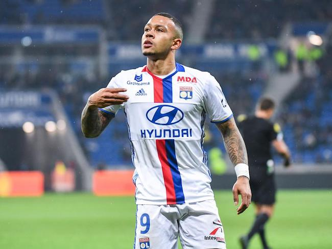 Memphis Depay celebrating after scoring a goal in 2017