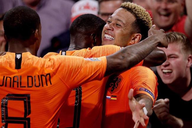 Memphis Depay celebrating the scored goal with his team at Amsterdam Arena in October 2018
