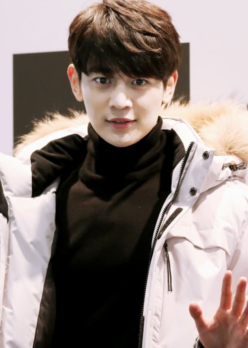 Minho at a store opening event in November 2015
