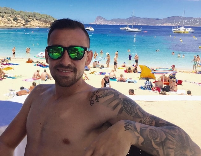 Paco Alcácer as seen shirtless in June 2016