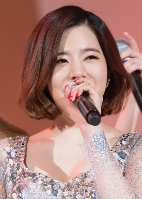 Sunny performing at the Style Icon Asia Award in March 2016