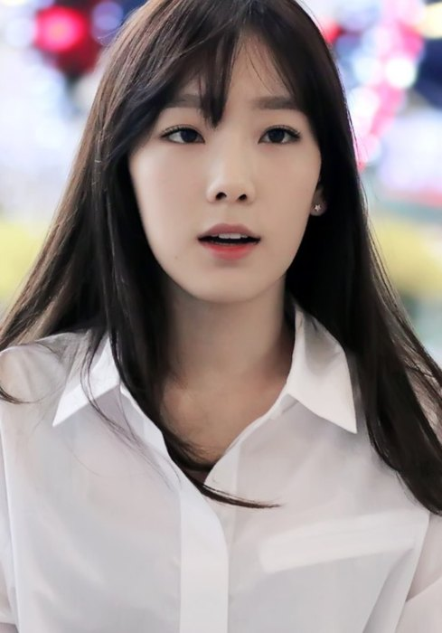 Taeyeon at Gimpo Airport in March 2015