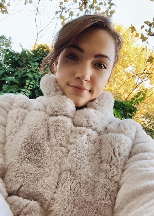 Violett Beane in a selfie in October 2018