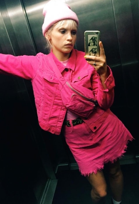 Anja Konstantinova in a mirror selfie in September 2018