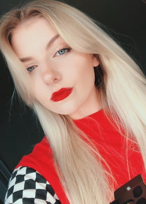 Brooke Barry in an Instagram selfie as seen in October 2018