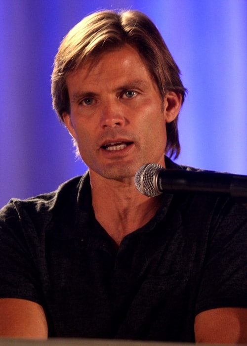 Casper Van Dien speaking at the 2012 Phoenix Comic-Con