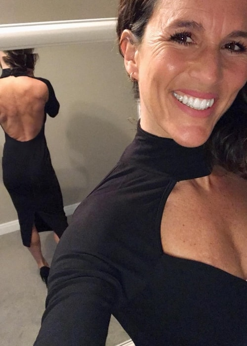 Cecilia Harris in a selfie in a stunning backless dress in October 2018