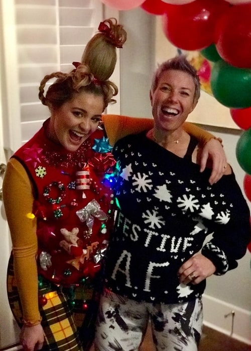 Erin Oprea (Right) with Lauren Alaina in December 2018