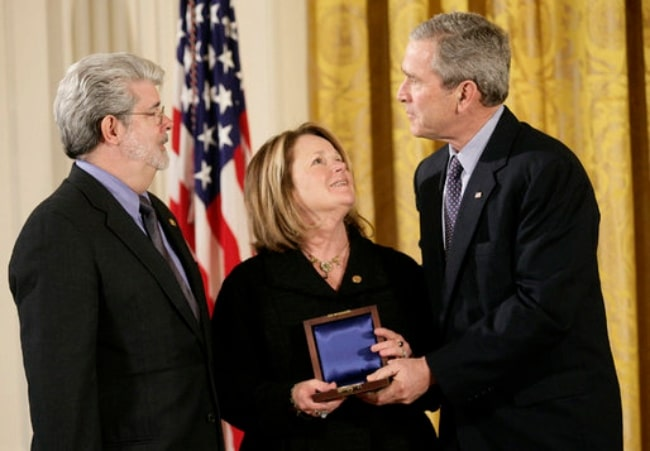 George Lucas (Left) receiving the Medal of Technology from George W. Bush in 2006