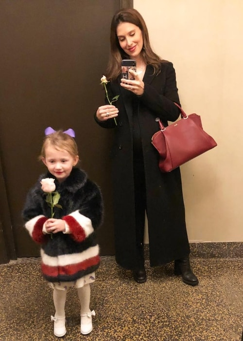 Hilaria Baldwin in a mirror selfie with her daughter in March 2018