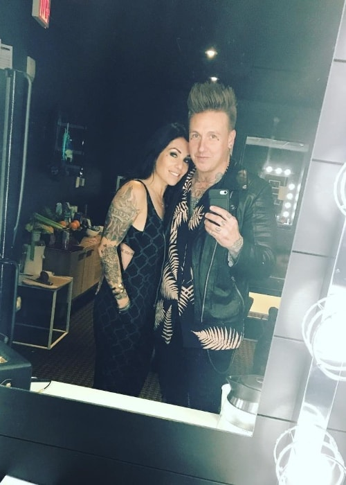 Jacoby Shaddix in a mirror selfie with Kelly in October 2018