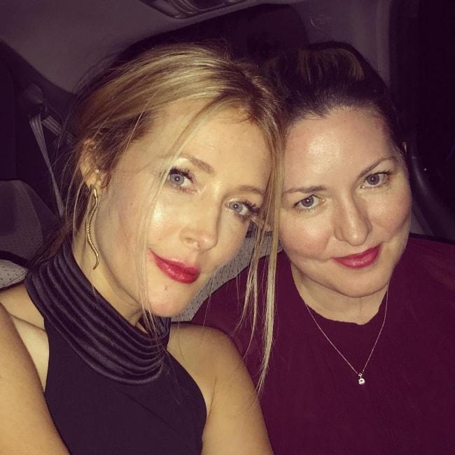 Jennifer Finnigan (Left) with her friend, Jamie Castro Rausch, at Hakkasan Las Vegas Nightclub in August 2018