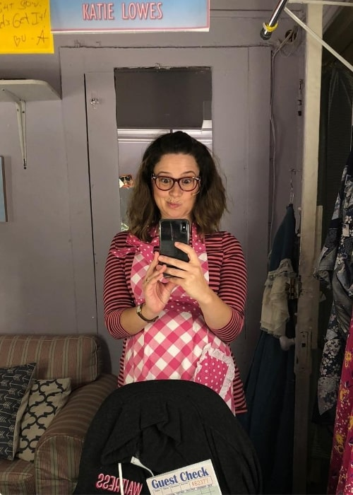 Katie Lowes in a mirror selfie in August 2018