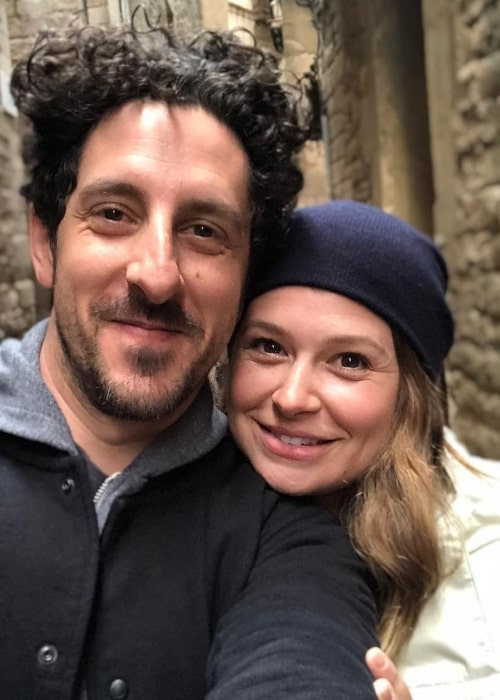 Katie Lowes in a selfie with Adam Shapiro at Gothic Quarter, Barcelona
