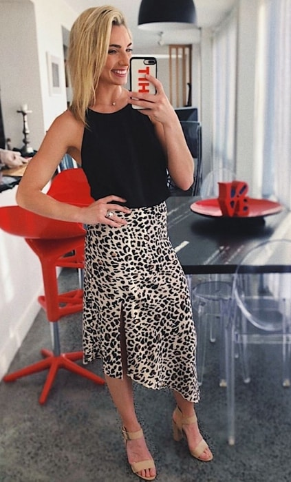 Lauren Hannaford in a mirror selfie in November 2018