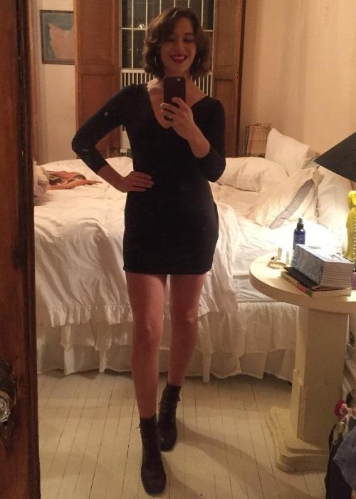 Lola Kirke in a mirror selfie in December 2017