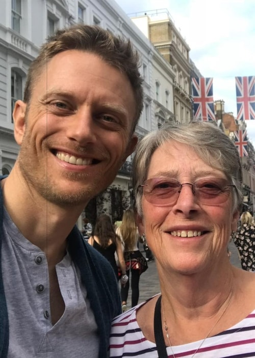 Neil Jackson in a selfie with his mother in August 2018