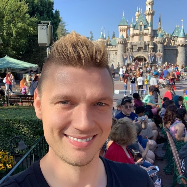 Nick Carter in a selfie at Disneyland in October 2018
