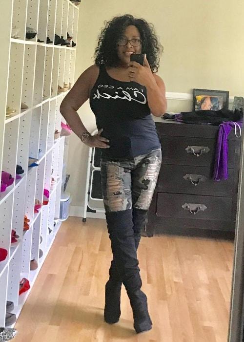 Sherri Shepherd in a mirror selfie in December 2018