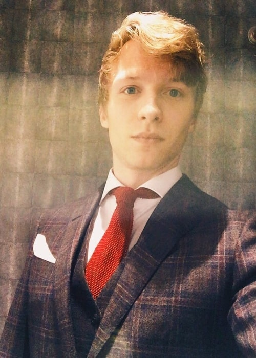 Will Tudor taking a selfie suited-up for the Instyle BAFTA party in February 2016