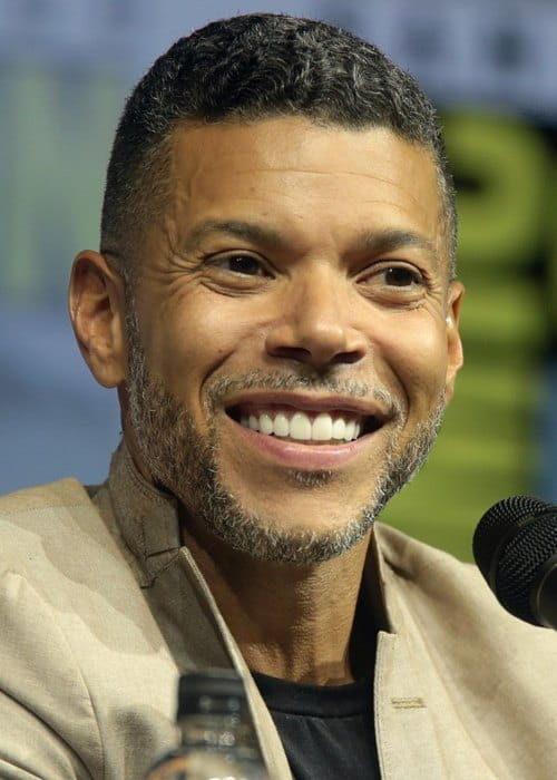 Wilson Cruz speaking at the 2018 San Diego Comic-Con International
