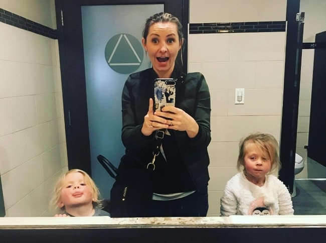 Beverley Mitchell in a bathroom selfie with her kids in January 2019