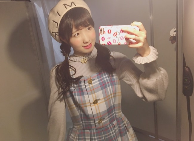 Hitomi Honda taking a mirror selfie in August 2018
