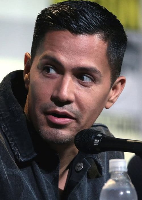Jay Hernández speaking at the 2016 San Diego Comic-Con International