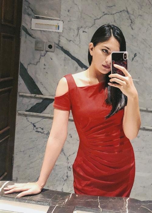 Jessica Mila in a mirror selfie in June 2018