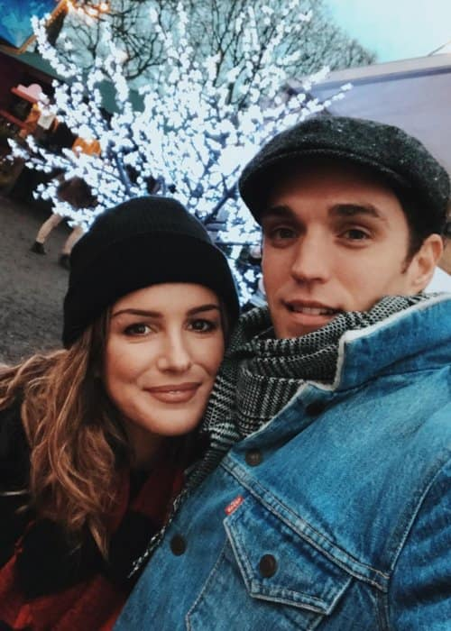 Josh Beech and Shenae Grimes in a selfie in December 2017