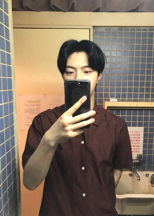 JunQ in a mirror selfie in July 2017