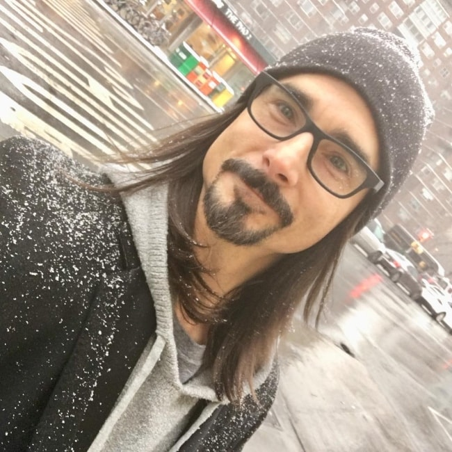 Kevin Richardson taking a selfie while enjoying the snowfall in NYC in December 2017
