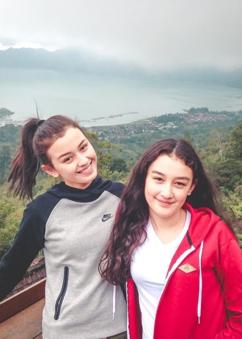 Kimberly Ryder (Left) with her sister Natasha Ryder in Kintamani, Bali, Indonesia