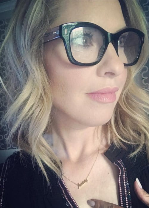 Leslie Grossman in an Instagram selfie as seen in May 2018