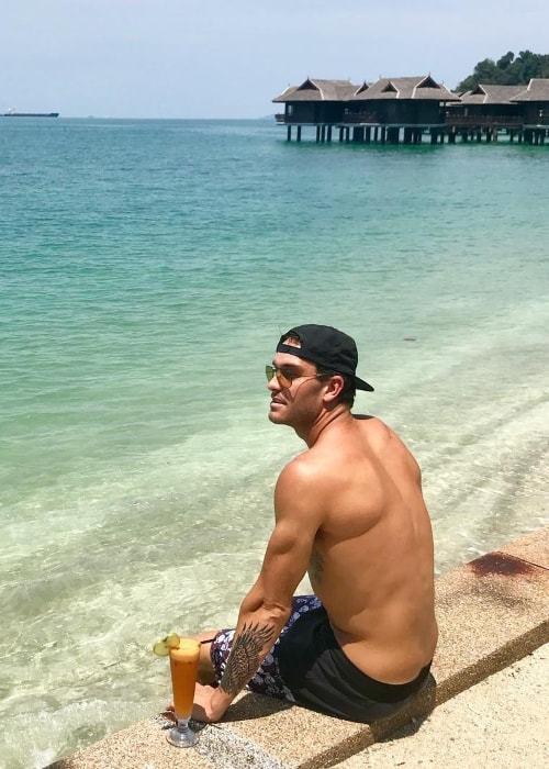 Matt Poole posing shirtless at Pangkor Laut Resort in May 2018