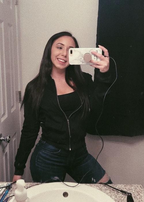 Nicolette Waltzer in a mirror selfie in December 2017