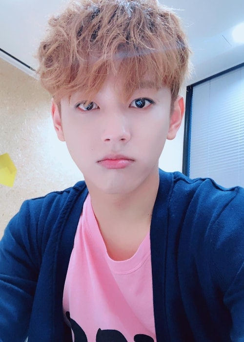 Seyong taking a selfie in September 2018