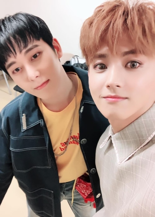 Seyong taking a selfie with a fellow artist in July 2018