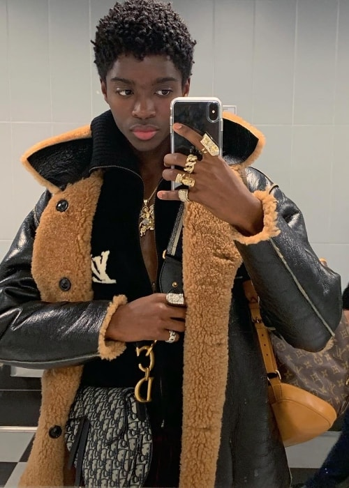 Alton Mason in a mirror selfie at Paris Aéroport - Charles de Gaulle (CDG) in January 2019