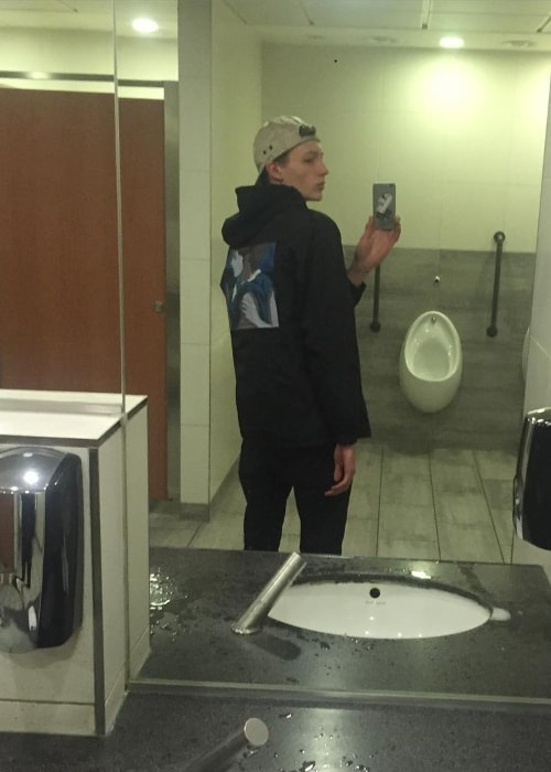 Finnlay Davis in a mirror selfie at Gatwick Airport South Terminal in December 2015