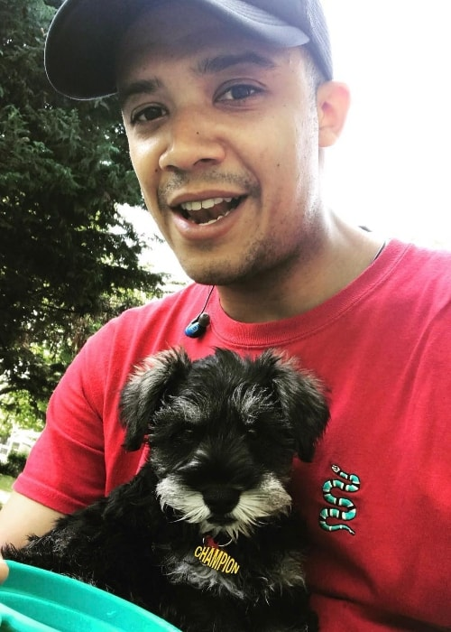 Jacob Anderson in a selfie with his dog in May 2018