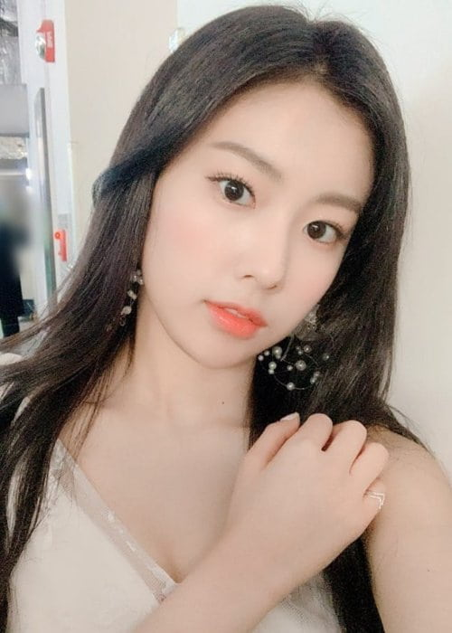 Kang Hyewon in a selfie in February 2019