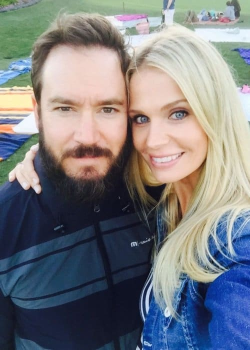 Mark-Paul Gosselaar and Catriona McGinn in a selfie in November 2016