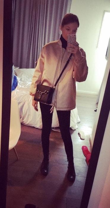 Roos Abels in a mirror selfie in February 2017