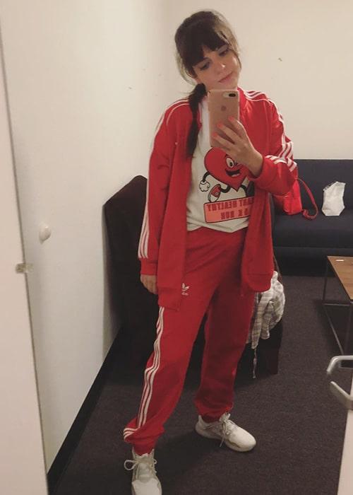 Sheridan Pierce in a Mirror Selfie as seen on her Instagram Profile in February 2019