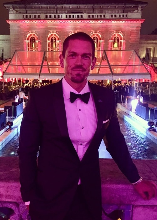 Steve Howey Actor Height Weight Age Body Statistics