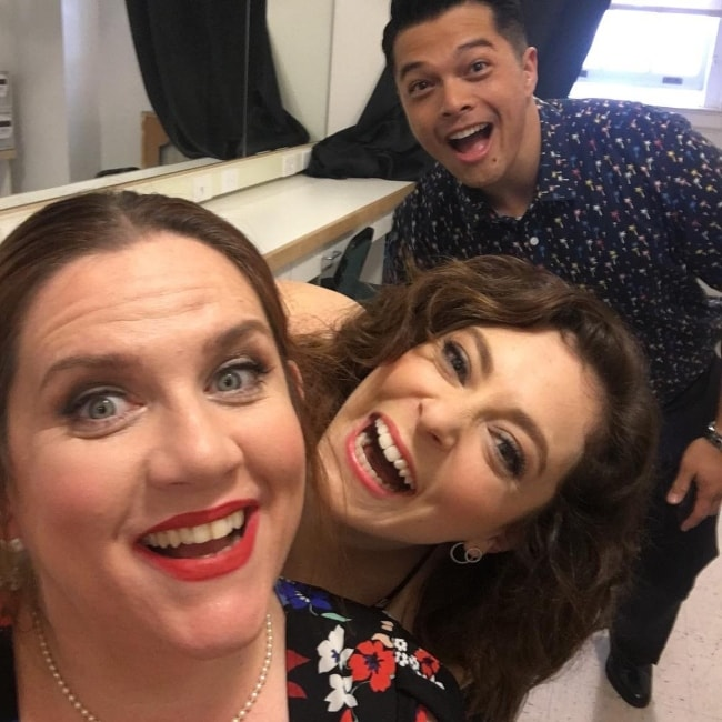 Donna Lynne Champlin taking a selfie with actress Rachel Bloom (Center) and actor Vincent Rodriguez III in May 2017