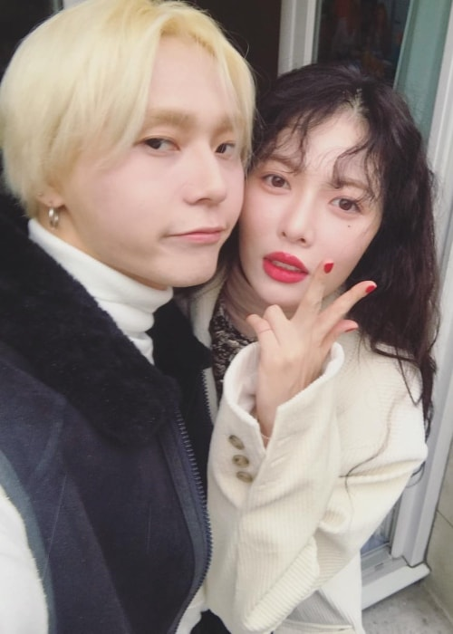 E'Dawn taking a selfie with Hyun Ah in December 2018