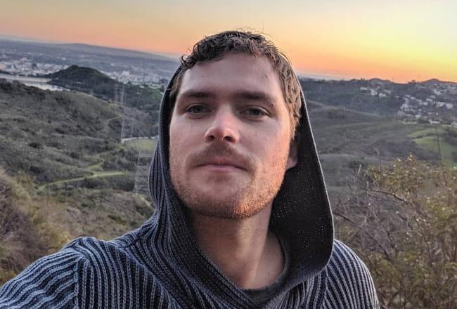 Finn Jones in an Instagram selfie as seen in February 2019
